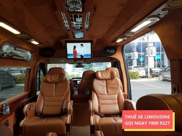 Không gian trên xe limousine